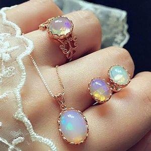 Womans beautiful glasses necklace set